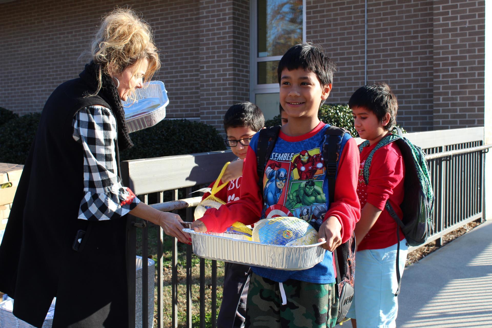Roan Student Receives Turkey