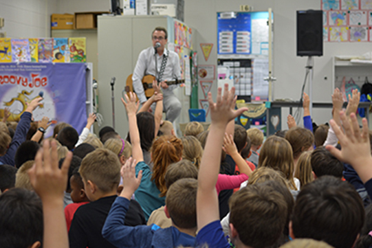 Author Eric Litwin entertains Tate Woods students