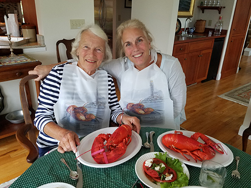 Jane Isdale Schaefer '52 and Ansley Smithwick with the lobsters!