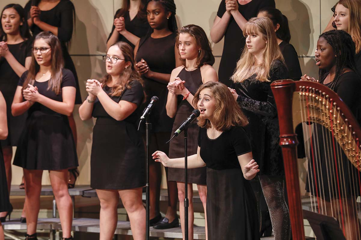 Chamber Choir performs at Christmas Concert